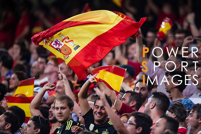 Fans of Spain cheer during their 2018 FIFA World Cup Russia Final Qualification Round 1 Group G match between Spain and Italy on 02 September 2017, at Santiago Bernabeu Stadium, in Madrid, Spain. Photo by Diego Gonzalez / Power Sport Images