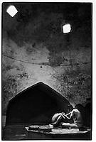 Uzbekistan - Shakhrisabz - Mother washing her daughter inside the hammam.