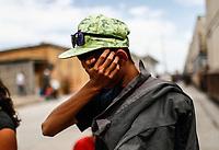 """Un adolescente llora a causa de anciedad, cansancio y estrés acumulado en el trayecto de la Caravana del Migrante conformada por un contingente de 600 personas su mayoría de origen centroamericano, arribaron a bordo del tren conocido como """"La Bestia"""", provienen de la frontera Sur del País y con rumbo a la ciudad de Mexicali donde continuaran el viaje hasta Tijuana.<br /> La caravana tiene como objetivo solicitar <br /> asilo a Estados Unidos y algunos integrantes piensan solicitar una visa humanitaria en Mexico para laborar en los campos de Sonora y Baja California.<br /> (Photo: NortePhoto/Luis Gutierrez)"""