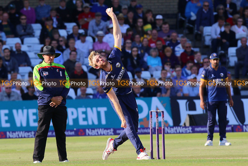 Paul Walter in bowling action for Essex during Notts Outlaws vs Essex Eagles, NatWest T20 Blast Cricket at Trent Bridge on 8th August 2016