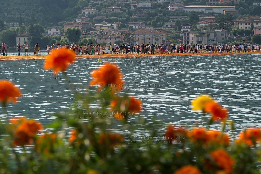 The floating piers nella foto il ponte di Christo sul lago di Iseo che collega Sulzano, Montisola e l'isola di San Paolo geografico Sulzano 30/06/2016 foto Matteo Biatta<br /> <br /> The floating piers in the picture Christo's bridge on Iseo lake that connect Sulzano with Montisola and Saint Paul's island geographic Sulzano 30/06/2016 photo by Matteo Biatta