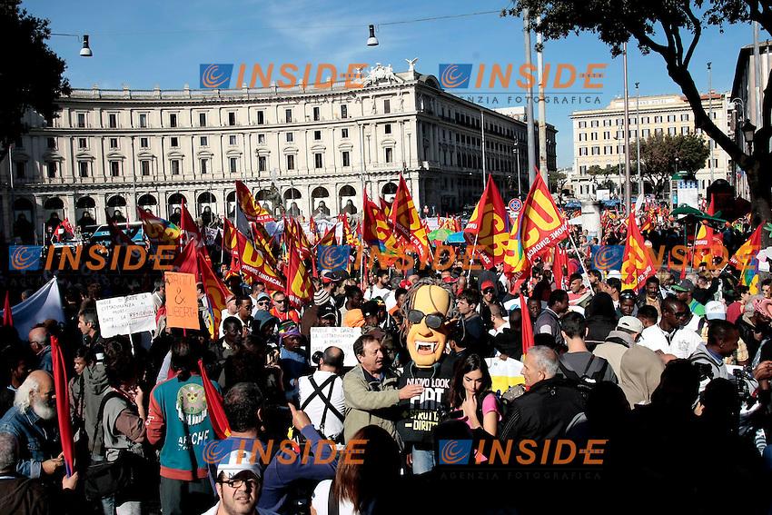 panoramica<br /> Roma 18-10-2013 Manifestazione dei sindacati di base USB e COBAS in occasione dello sciopero nazionale dei lavoratori.<br /> Strike and demonstration of the Left Trade Unions<br /> Photo Samantha Zucchi Insidefoto