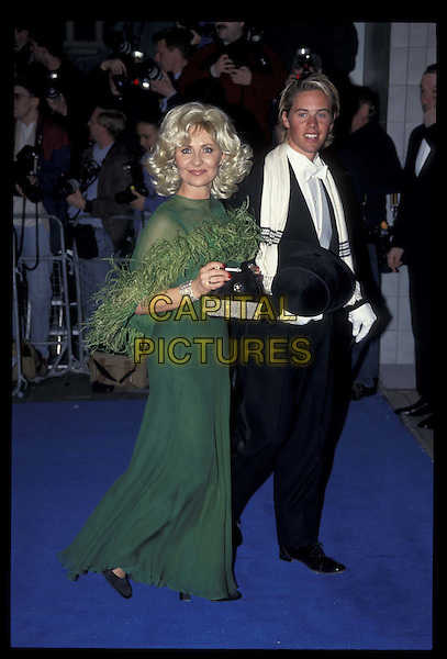 LULU.06 April 1997.Ref: 4791.green dress, feather boa, full length, full-length.*RAW SCAN- photo will be adjusted for publication*.www.capitalpictures.com.sales@capitalpictures.com.©Capital Pictures