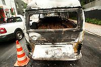 SAO PAULO, SP, 25.11.2015 - TRÂNSITO-SP- Incêndio em automóvel sem vitimas na Alameda Ministro Rocha Azevedo no bairro Jardins na região sul da cidade de São Paulo nesta quarta-feira 25 (Foto: Gabriel Soares/ Brazil Photo Press)