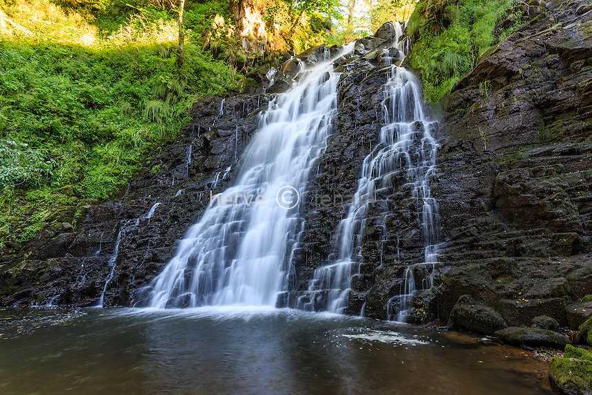 France, Cantal (15), vallée de la Cheylade, Cheylade, cascade du Pont de la Roche // France, Cantal, Cheylade, Pont de la Roche cascade