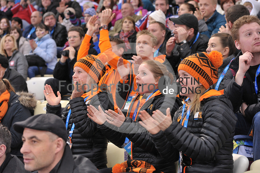 OLYMPICS: SOCHI: Adler Arena, 16-02-2014, Ladies' 1500m, Rianne de Vries, Sanne van Kerkhof, Yara van Kerkhof, ©photo Martin de Jong