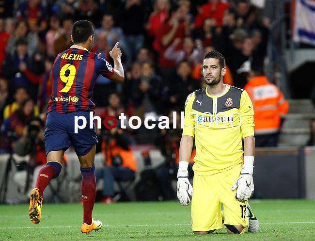 Spain.Barcelona. 01.11.2013<br /> Partido de liga BBVA entre Fc Barcelona- RCD Espanyol<br /> Alexis vs Kiko Casilla