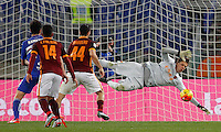Calcio, Serie A: Roma vs Sampdoria. Roma, stadio Olimpico, 7 febbraio 2016.<br /> Roma&rsquo;s goalkeeper Wojciech Szczesny, right, saves the ball during the Italian Serie A football match between Roma and Sampdoria at Rome's Olympic stadium, 7 January 2016.<br /> UPDATE IMAGES PRESS/Riccardo De Luca