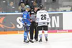 John Laliberte (Nr.15, ERC Ingolstadt) und Brandon Segal (Nr.26, Thomas Sabo Ice Tigers) im Gespraech mit einen der Hauptschiedsrichter beim Spiel in der DEL, ERC Ingolstadt (blau) - Nuernberg Ice Tigers (weiss).<br /> <br /> Foto &copy; PIX-Sportfotos *** Foto ist honorarpflichtig! *** Auf Anfrage in hoeherer Qualitaet/Aufloesung. Belegexemplar erbeten. Veroeffentlichung ausschliesslich fuer journalistisch-publizistische Zwecke. For editorial use only.