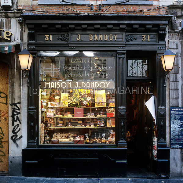 The famous biscuit shop dandoy near the grand place in for Au maison online shop