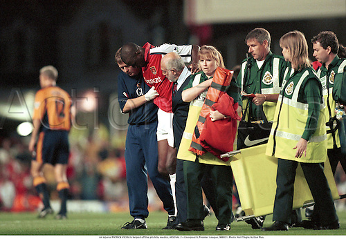 An injured PATRICK VIEIRA is helped off the pitch by medics, ARSENAL 2 v Liverpool 0, Premier League, 000821. Photo: Neil Tingle/Action Plus....2000.soccer.coach.physiotherapist.Injury.injured.hurt.hurting.damage.damages.damaged.accident.accidents.football