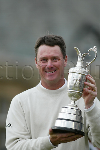 18 July 2004: American golfer TODD HAMILTON (USA) celebrates with the claret jug on the 18th green after winning the play-off over Ernie Els in The Open Championship, played at Royal Troon, Scotland. Hamilton and Els had tied on 274 Photo: Glyn Kirk/Action Plus...golf golfers 040718 winning joy celebrate celebration celebrations trophy trophies
