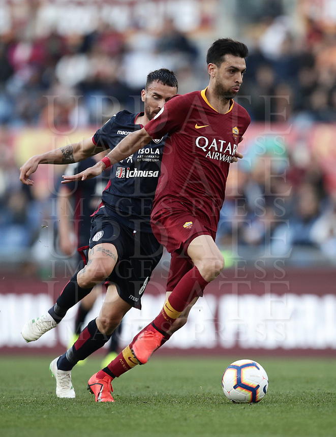 Football, Serie A: AS Roma - Cagliari, Olympic stadium, Rome, April 27, 2019. <br /> Roma's Javier Pastore (r) in action with Cagliari's Luca Cigarini (l) during the Italian Serie A football match between AS Roma and Cagliari, on April 27, 2019. <br /> UPDATE IMAGES PRESS/Isabella Bonotto