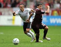 FUSSBALL   1. BUNDESLIGA  SAISON 2011/2012   4. Spieltag 1. FC Kaiserslautern - FC Bayern Muenchen         27.08.2011 Franck Ribery (li, FC Bayern Muenchen) gegen Florian Dick (re, 1. FC Kaiserslautern)