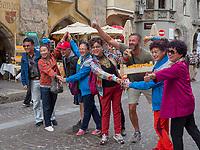 Chinesische Touristen auf Herzog-Friedrich-Stra&szlig;e, Innsbruck, Tirol, &Ouml;sterreich, Europa<br /> Chinese tourists at Herzog-Friedrich st, Innsbruck, Tyrol, Austria, Europe