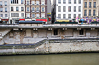 Joggers on the banks of the River Seine Paris...©shoutpictures.com.john@shoutpictures.com
