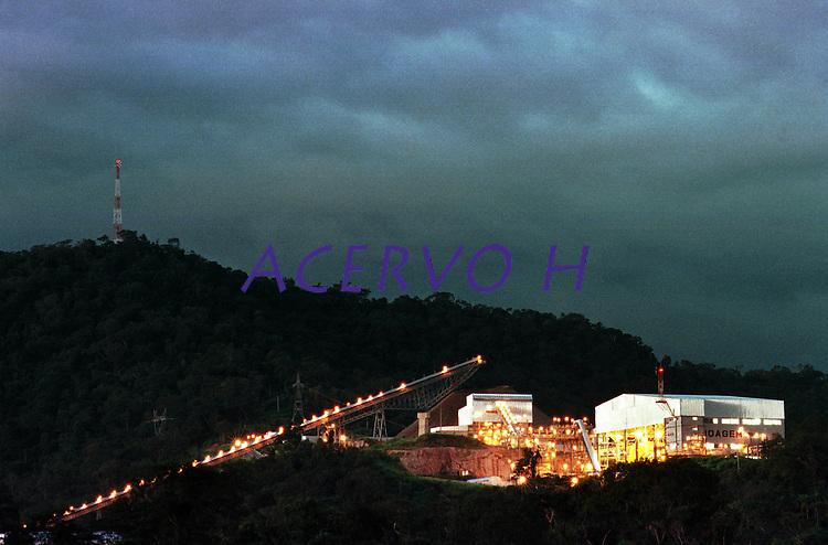 Cia. Vale do Rio Doce, Vista da esteira de rolagem e da moagem. Serra do Sossego<br />Canãa dos Carajás-Pará-Brasil<br />Foto: Paulo Santos/ Interfoto<br />Negativo 135 Nº 8502 T6 Fc 97 F9a<br />03/2004