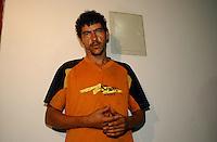 Raifran das Neves Sales o Fogoió,  Clodoaldo Carlos Batista conhecido como Eduardo e Tato, são presos em Anapú pela polícia civil e apresentados a imprensa.<br /> Anapú, Pará, Brasil.<br /> Foto Cadu Gomes.<br /> 21/02/2005