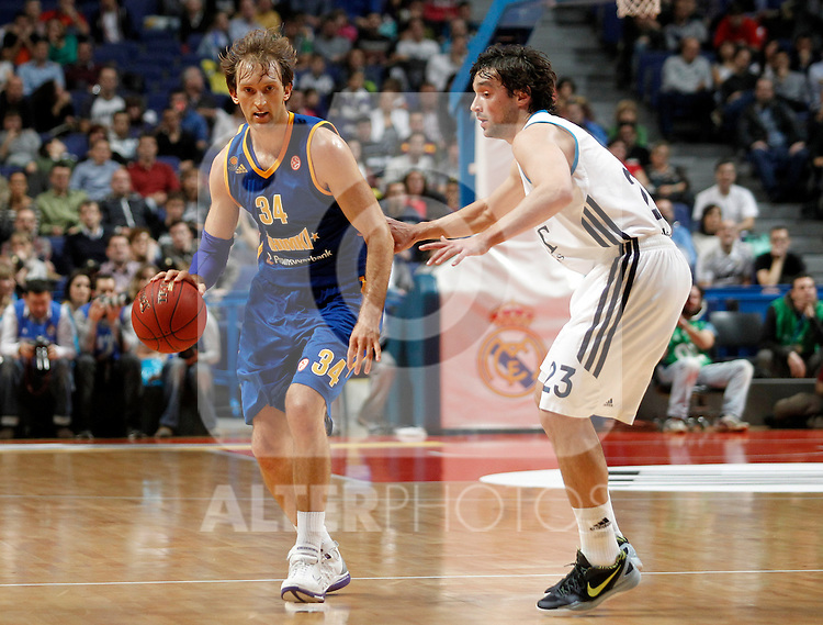 Real Madrid's Sergio Llull (r) and BC Khimki MR's Zoran Planinic during Euroleague 2012/2013 match.November 23,2012. (ALTERPHOTOS/Acero)