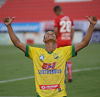 IBAGUE - COLOMBIA -30 -09-2016: Jorge Ramos, jugador de Atletico Huila celebra el gol anotado a Fortaleza C.E.I.F, durante partido entre Atletico Huila y Fortaleza C.E.I.F, por la fecha 15 de la Liga Aguila II 2016 en el estadio Manuel Murillo Toro de Ibague. / Jorge Ramos, player of Atletico Huila celebrates a goal scored to Fortaleza C.E.I.F, during a match between Atletico Huila and Fortaleza C.E.I.F, for the date 15 of the Liga Aguila II 2016 at the Manuel Murilo Toro Stadium in Ibague city. Photo: VizzorImage  / Juan C Escobar / Cont.