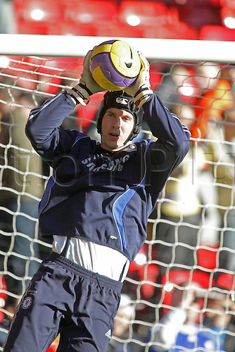 20 January 2007: Chelsea goalkeeper Petr Cech warms up wearing his protective head-guard before the Premiership game between Liverpool and Chelsea, played at Anfield. Liverpool won the match 2-0. Photo: Actionplus....070120 football soccer player keeper hat