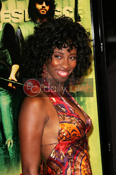 """Shondrella Avery<br /> at the premiere of """"Domino"""", Grauman's Chinese Theatre, Hollywood, CA 10-11-05<br /> David Edwards/DailyCeleb.Com 818-249-4998"""
