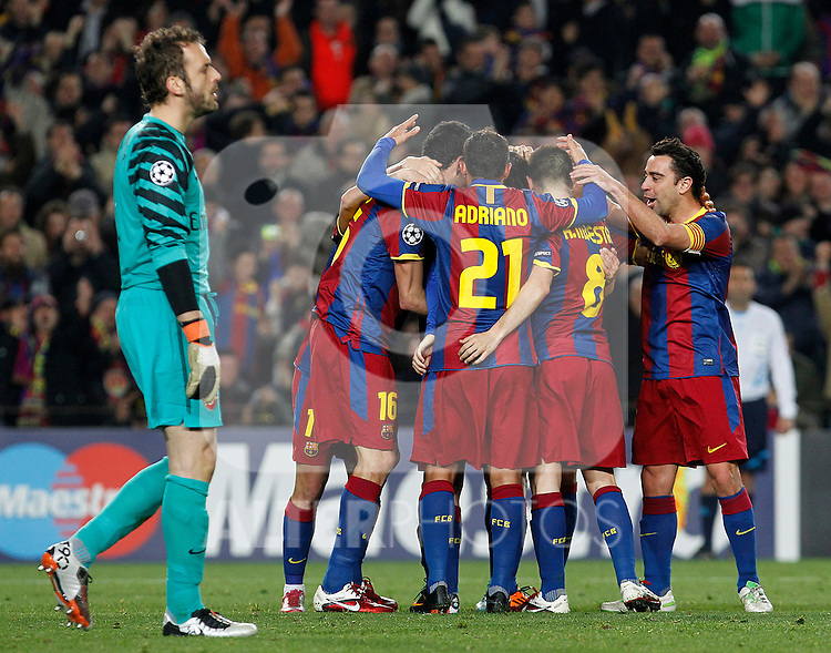 FC Barcelona's players celebrate goal in presence of Arsenal's Manuel Almunia dejected during UEFA Champions League match.March 8,2011. (ALTERPHOTOS/Acero)