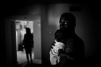 **FOR SYLVA COLUMN**.Andre Turner (cq), 21, holds one of his twin daughters Aaliyah (cq) in his Natomas apartment on Sunday, September 3, 2007. Sacramento Bee/ Kevin German