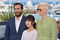 Tilda Swinton, Jake Gyllenhaal &amp; Ahn Seo-Hyun at the photocall for &quot;Okja&quot; at the 70th Festival de Cannes, Cannes, France. 19 May 2017<br /> Picture: Paul Smith/Featureflash/SilverHub 0208 004 5359 sales@silverhubmedia.com