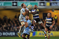 Chris Pennell of Worcester Warriors and Semesa Rokoduguni of Bath Rugby compete for the ball in the air. Aviva Premiership match, between Bath Rugby and Worcester Warriors on December 27, 2015 at the Recreation Ground in Bath, England. Photo by: Patrick Khachfe / Onside Images