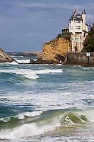 Europe/France/Aquitaine/64/Pyrénées-Atlantiques/Pays Basque/ Biarritz: La Villa Belza et l'océan à la plage de la Côte des Basques