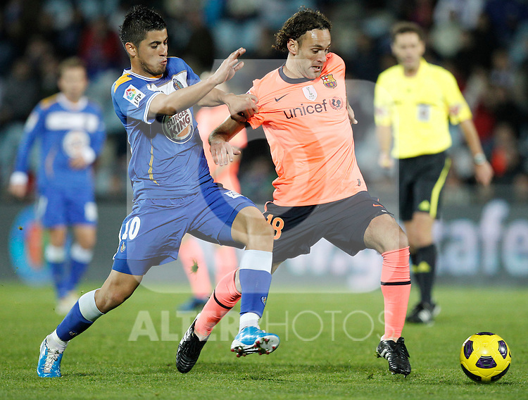 GETAFE, Madrid (07/11/2010).- Spanish League match Getafe vs Barcelona. Getafe's Juan Albin and FC Barcelona's Gabriel Milito...Photo: Cesar Cebolla / ALFAQUI