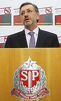 ATENCAO EDITOR: FOTO EMBARGADA PARA VEICULO INTERNACIONAL - SAO PAULO, SP, 14 DEZEMBRO 2012 - COLETIVA DE IMPRENSA DO MP SOBRE A PEC 37 -  Coletiva de imprensa em que o Procurador-Geral de justica de SP Marcio Fernando Elias Rosa apresentara aos jornalistas um abaixo assinado on-line contra a Proposta de Emenda a Constituicao conhecida como (PEC) 37, proposta conhecida como a PEC da impunidade que preve a Retirada do Poder de Investigacao criminosa de orgaos Como o Ministerio Publico e como comissoes parlamentares de Inquérito, na sede do ministerio publico de SP na região central da capital paulista nessa sexta, 14. (FOTO: LEVY RIBEIRO / BRAZIL PHOTO PRESS)..
