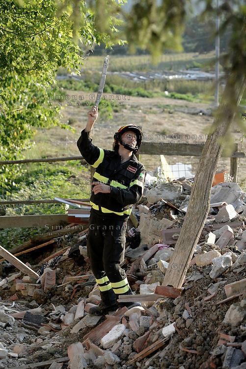 Illica, Rieti, 26 Agosto 2016.<br /> Vigili del fuoco tra le macerie degli edifici crollati ad Illica, frazione di Accumoli. <br /> L'Italia &egrave; stata colpita da un potente, terremoto di 6,2 magnitudo nella notte del 24 agosto, 2016, che ha ucciso almeno 290 persone .<br /> Firefighters in the rubble of collapsed buildings  in Illica, a hamlet of Accumoli, earthquake epicenter in central Italy was struck by a powerful, 6.2-magnitude earthquake in the night of August 24, 2016, Which has killed at least 290 people and devastated hundreds of houses.