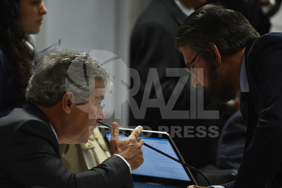 BRASÍLIA, DF, 04.07.2017 - SENADO-CAE - O senador Jorge Viana e o senador Valdir Raupp durante reunião na Comissão de Assuntos Econômicos do Senado, na manhã desta terça-feira, 04. (Foto: Ricardo Botelho/Brazil Photo Press)