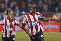 BARRANQUIILLA -COLOMBIA-03-05-2014. Edinson Toloza (Der) del Atlético Junior celebra un gol con Vladimir Hernandez (Izq) anotado a Itaguí en partido de vuelta por los cuartos de final de la Liga Postobón I 2014 jugado en el estadio Metropolitano de la ciudad de Barranquilla./ Edinson Toloza (R) player of Atletico Junior celebrates a goal with Vladimir Hernandez (L) scored to Itagui  during second leg match for the quaterfinals of Postobon League I 2014 played at Metropolitano stadium in Barranquilla city.  Photo: VizzorImage/Alfonso Cervantes/STR