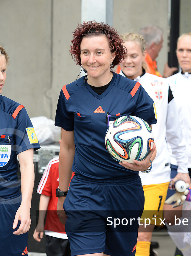 20150523 - SINT-TRUIDEN ,  BELGIUM : Dutch referee Vivian Peeters pictured during the friendly soccer game between the Belgian Red Flames and Norway, a preparation game for Norway for the Women's 2015 World Cup, Saturday 23 May 2015 at Staaien in Sint-Truiden , Belgium. PHOTO DAVID CATRY