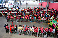 ETHIOPIA , Southern Nations, Hawassa or Awasa, Hawassa Industrial Park, chinese-built for the ethiopian government to attract foreign investors with low rent and tax free to establish a textile industry and create thousands of new jobs, taiwanese company Everest Textile Co. Ltd. , canteen, injera lunch for the workers / AETHIOPIEN, Hawassa, Industriepark, gebaut durch chinesische Firmen fuer die ethiopische Regierung um die Hallen fuer Textilbetriebe von Investoren zu vermieten, taiwanesische Firma Everest Textile Co. Ltd., Kantine, Mittagessen fuer die Arbeiterinnen, Injera und Gemuese