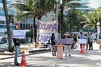 RIO DE JANEIRO; RJ; 29 DE JULHO 2013 -  Manifestantes continuam acampados nesta segunda-feira (29) em frente do prédio do governador do Estado, Sérgio Cabral, pedindo sua renúncia e outras demandas. (Foto. Néstor J. Beremblum / Brazil Photo Press).