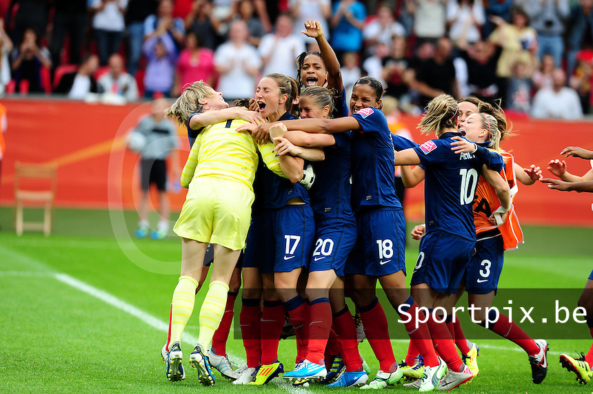 Fifa Women's World Cup Germany 2011 : England - France - at Leverkusen : vreugde en extase bij het franse team met : Elodie Thomis , Marie-Laure Delie , Sabrina Viguier en Gaetane Thiney en Camille Abily en Sonia Bompastor.foto DAVID CATRY / Vrouwenteam.be