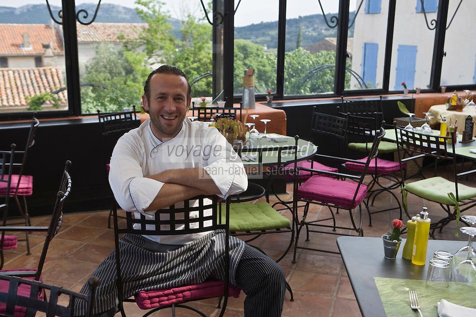 Europe/France/Provence-Alpes-Côte d'Azur/83/Var/La Cadière d'Azur:   Jean-François Bérard dans le bistrot de l'hostellerie Bérard: Le petit Jardin