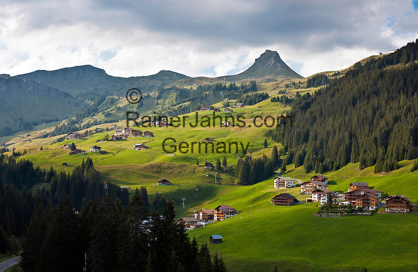 Austria, Vorarlberg, Damuels: popular resort with Damuels Mittagspitze mountain | Oesterreich, Vorarlberg, Damuels: beliebter Urlaubsort vor der Damuelser Mittagspitze