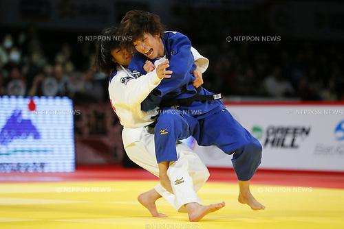 (L-R) Haruna Asami, Ami Kondo (JPN), DECEMBER 5, 2015 - Judo : IJF Grand Slam Tokyo 2015 International Judo Tournament Women's -48kg Final Match at Tokyo Metropolitan Gymnasium, Tokyo, Japan. (Photo by Yusuke Nakanishi/AFLO SPORT)