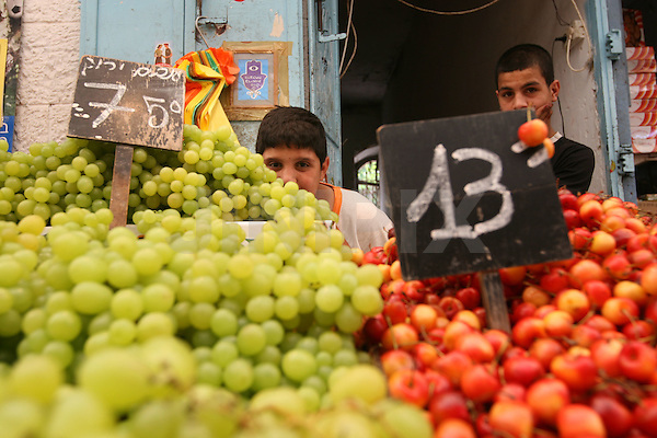 "Portrait of 13 year-old Mahmud (L) and 17 year-old Muntassa (R), two Palestinian boys who work in the west-Jerusalem market of ""Machane Yehuda"". July 9, 2008. .Photo by : Tess Scheflan / JINI"
