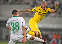 20.08.2018, Football DFB Pokal 2018/2019, 1. round, SpVgg Greuther Fuerth - Borussia Dortmund, Sportpark Ronhof in Fuerth. Marius Wolf (re, Dortmund)  -  Maximilian Bauer (Greuther Fuerth).<br />