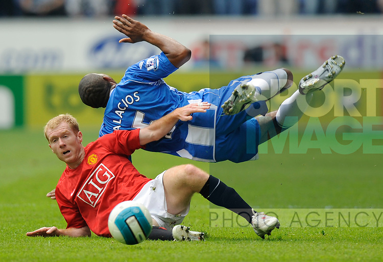 Paul Scholes of Manchester United upends Wilson Palacios of Wigan during the Premier League match at The JJB Stadium, Wigan. Picture date 11th May 2008. Picture credit should read: Simon Bellis/Sportimage