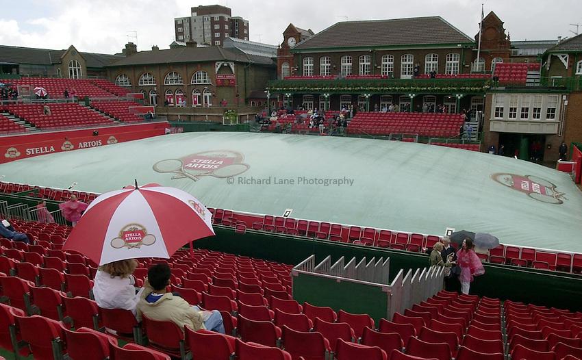 Photo:Ken Brown .11/06/2001. .Stella Artois Championship 2001 .Semi Final Day.A break in the cloud as the rain comes down at Queens club