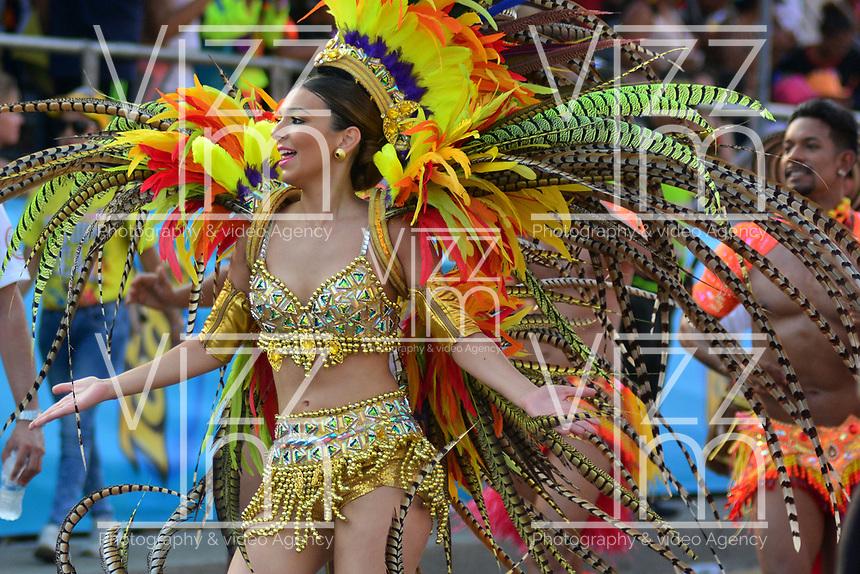 BARRANQUILLA - COLOMBIA, 03-03-2019: Carolina Segebre, reina del Carnaval, anima al público durante el desfile Gran Parada del Carnaval de Barranquilla 2019, patrimonio inmaterial de la humanidad, que se lleva a cabo entre el 2 y el 5 de marzo de 2019 en la ciudad de Barranquilla. / Carolina Segebre, Carnival queen, cheer the public during the Gran Parada de Fantasia as part of the Barranquilla Carnival 2019, intangible heritage of mankind, that be held between March 2 to 5, 2019, at Barranquilla city. Photo: VizzorImage / Alfonso Cervantes / Cont.