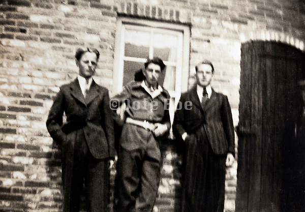 3 young adult man of which one is in military uniform 1940s The Netherlands