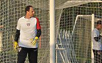 SÃO PAULO, SP, 29.04.2015 - TREINO - SÃO PAULO FC - Rogerio Ceni do São Paulo durante treino da equipe no Centro de Treinamento da Barra Funda região oeste de São Paulo, nesta quarta-feira, 29. (Foto: Bruno Ulivieri / Brazil Photo Press).